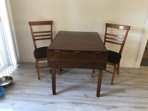 Small kitchen nook table with 2 chairs for Sale in Tarpon Springs, FL