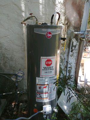 Rheem Hot Water Heater (40 Gallon) for Sale in Tampa, FL