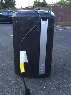 Excellent condition - 12,500 btu Delonghi portable air conditioner for Sale in Issaquah, WA