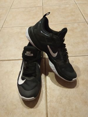 NICE WOMEN NIKES SIZE 10 for Sale in Lawrence Township, NJ
