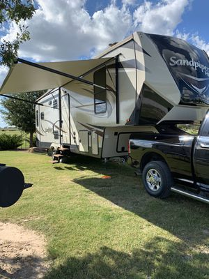 2018 Forest River HT 3250IK Sandpiper Fifth Wheel for Sale in Midland, TX
