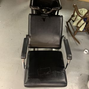 Salon Sink And Chair for Sale in Old Bridge Township, NJ