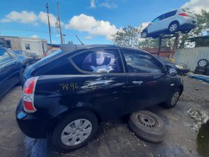 Hyundai accent 2008 only parts transmission good for Sale in Miami Gardens, FL