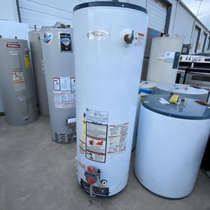GAS WATER HEATER 2lo373557 for Sale in San Antonio, TX