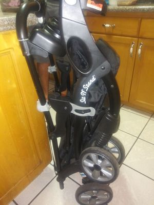 Baby Trend Sit N' stand double stroller for Sale in Bell Gardens, CA