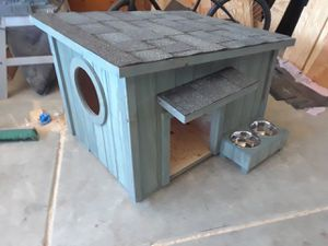 Medium dog house for Sale in Fontana, CA