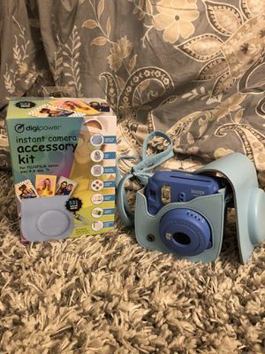 Fuji instax mini 9 Polaroid Camera for Sale in Roswell, GA