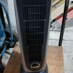 Lasko Oscillating Tower Heater. Fully Functional for Sale in Orange, CA
