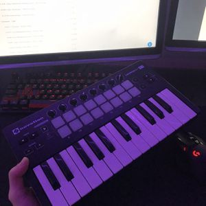 Novation Launchkey Mini Performace Soundboard for Sale in Los Angeles, CA