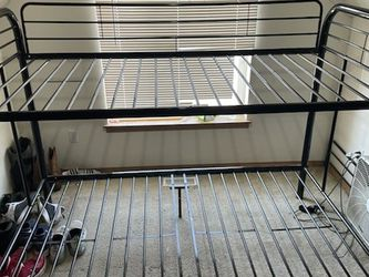Bunk Bed Twin/full for Sale in Spanaway,  WA