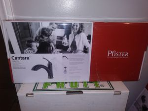 Pfister Cantara Pull Out Kitchen Faucet New (Firm) for Sale in Gardena, CA