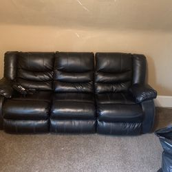 Reclining Sofa for Sale in Cleveland,  OH