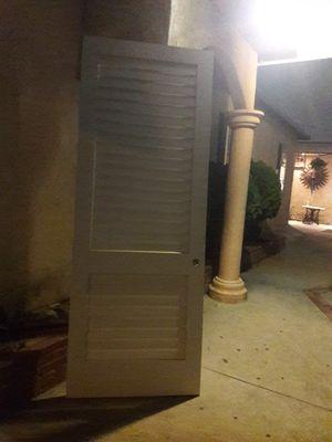 puerta para room de lavandería con ventilacion for Sale in Hazard, CA