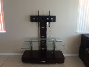 Table + tv stand for Sale in Miami, FL