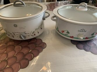 Two crock pot's. for Sale in Acworth,  GA