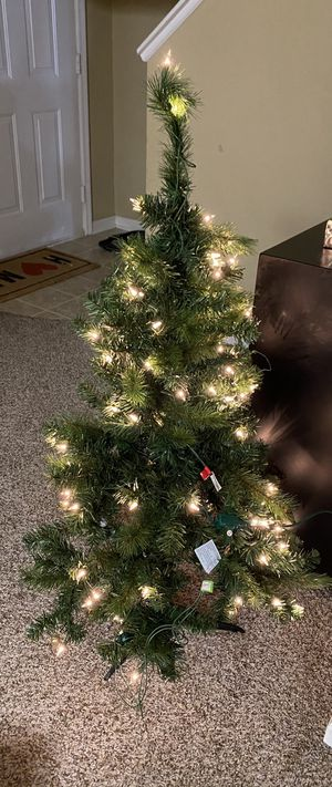 Ashland 4ft pre lit Christmas tree for Sale in Reynoldsburg, OH