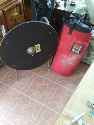 Everlast uppercut punching bag for Sale in Spring Hill, FL