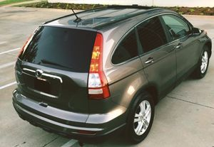 SELLING HONDA CRV 2010 GREY 4 DOORS SILVER COLOR for Sale in Newark, NJ