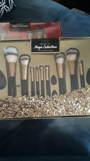 Polish'd Mega Collection makeup brushes and blenders for Sale in Los Angeles, CA