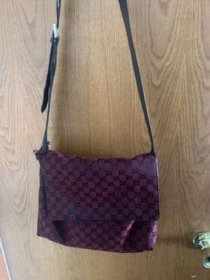 Gucci cross over bag for Sale in Oakland, CA