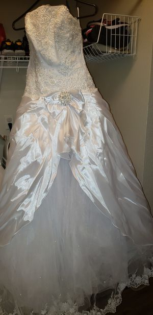 Russian Hoop-Style Wedding Dress Size US 14 for Sale in Port Orchard, WA