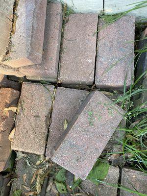 Free bricks for Sale in Dearborn, MI