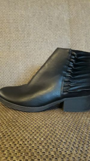 Girls boots size 3 med like new for Sale in Rancho Cordova, CA