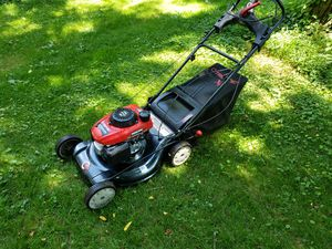 Honda lawn mower with bag for Sale in Bristol, PA