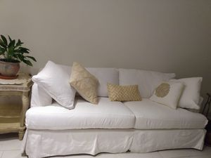 Queen Size White Sleeper Sofa for Sale in Fort Lauderdale, FL