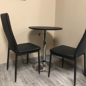 🔥👉🏼Small Round Black Table + 2 Chairs - Great Condition, Rarely Used! for Sale in San Diego, CA