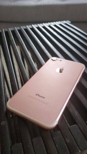 Barely used rose gold iPhone 7. 128GB Unlocked for Sale in Oakland, CA