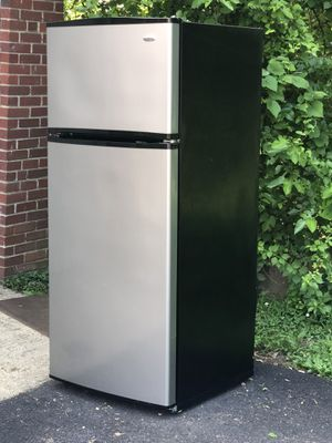 Amana silver refrigerator! Very clean $275 firm for Sale in Alexandria, VA