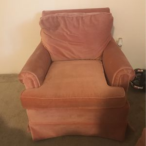 Pink chair - Pick Up Only for Sale in Vancouver, WA