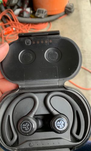 Epic air wireless earbuds with other ear plugs to change and thay are j lab and thay are loud and great sound for Sale in Vacaville, CA