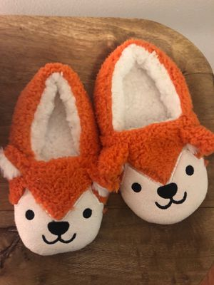 Cat and jack size 2-3 year slippers for Sale in Quincy, MA