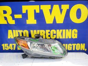 Civic 2012 passenger side headlight for Sale in Long Beach, CA