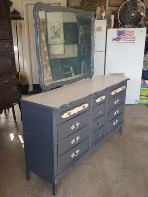 Grey Dresser w/Matching Nightstand for Sale in Modesto, CA