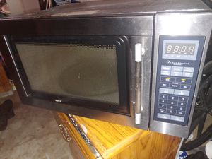 **FREE** Works but has the melted spot inside *Microwave* for Sale in Fircrest, WA