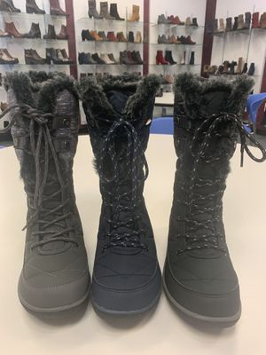 Snow boots for women sizes available for Sale in Cudahy, CA