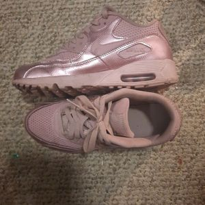 Violet NIKE AIR MAX 90 size 7Y Women's 8 for Sale in Sunbury, PA