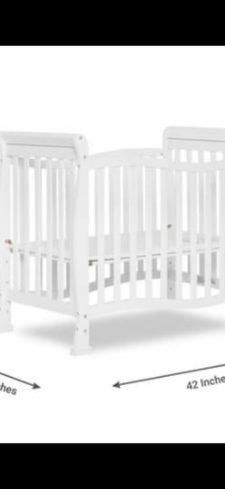 Convertible Mini Crib, White for Sale in Brooklyn,  NY