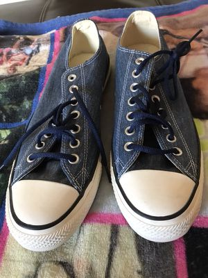 Size 11 never been worn denim converse for Sale in Severn, MD