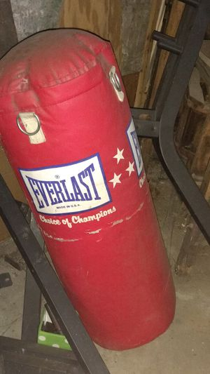 Everlast punching bag for Sale in North Providence, RI