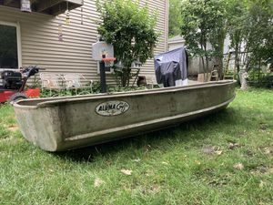 12 foot aluimium row boat for Sale in Westwood, MA