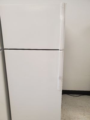 Ge top freezer refrigerator used in good condition with 90 day's warranty for Sale in Mount Rainier, MD