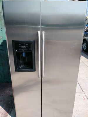 REFRIGERATOR GENERAL ELECTRIC STAINLESS STEEL for Sale in Los Angeles, CA