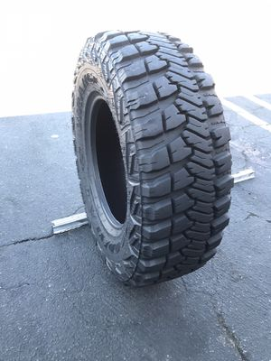(1) Goodyear 285/70r17 like new for Sale in Los Angeles, CA
