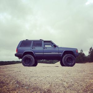 LIFTED CHEROKEE XJ for Sale in Coventry, RI