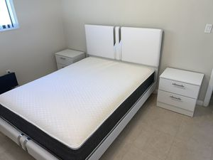 New queen white and silver 4 pieces bedroom set FREE DELIVERY and installation. Bed frame, mattress 2 night stands for Sale in Pembroke Pines, FL