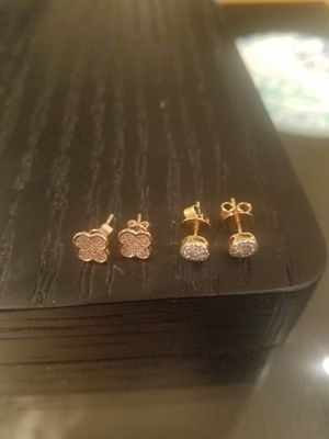 2 pairs of 14K rose Gold/ Diamond stud earrings, one circular and one clover for Sale in Los Angeles, CA